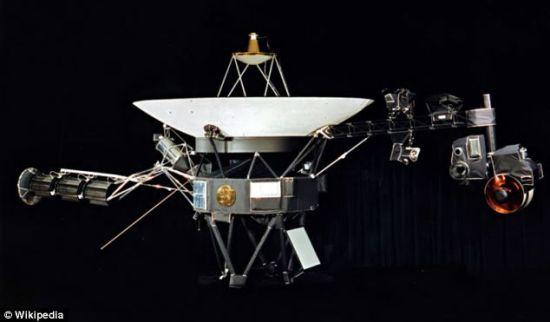 探测我们的邻居:七十年代发射的旅行者1号和旅行者2号探测器,携带有关地球和人类的详细信息,希望外星探索者能发现它们