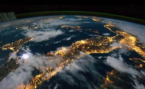 从国际空间站上拍摄的一段新延时摄影视频,展示了全新的地球画面