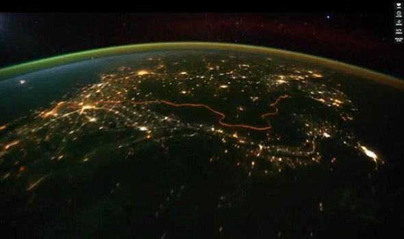 这些图片是今年8月和10月间在距离地球240英里(386.24公里)的空间站上拍摄的,由迈克尔-康尼格负责汇编