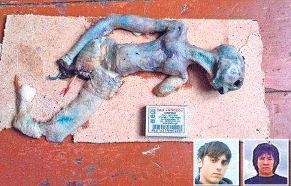 恶作剧制造者,18岁的蒂穆尔-希拉尔和19岁的科里尔-瓦拉索夫。这两名学生用面包做了照片中的这具外星人尸体