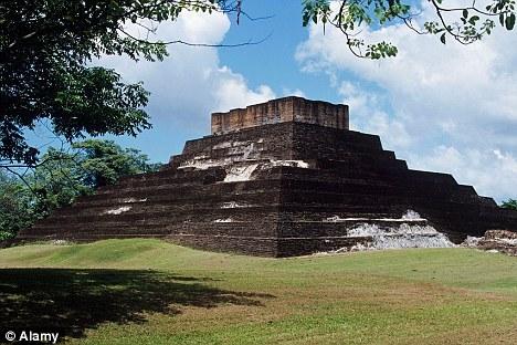 墨西哥国家人类学与历史研究所的考古学家承认他们发现了另一个提及2012年世界末日预言的文字记录。这一文字记录刻在一块砖上,是在科马卡科废墟发现的