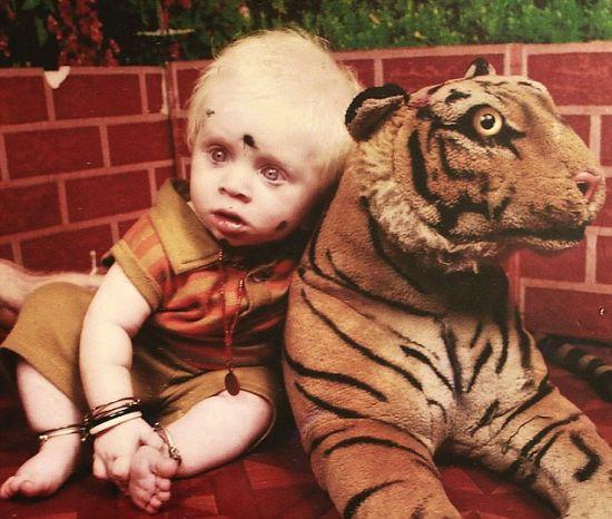 2岁的达拉姆拉吉是普兰家中最新的白化病成员