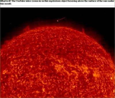 """视频中可见一""""金字塔状""""不明物体贴近太阳表面绕太阳飞行"""