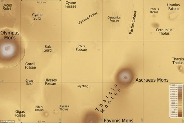 帕蒙尼斯火山(中下部)位于塔尔西斯火山区的南部边缘。