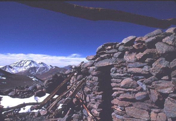 阿根廷的尤耶亚科火山山顶,3名被献祭的儿童的埋葬地点