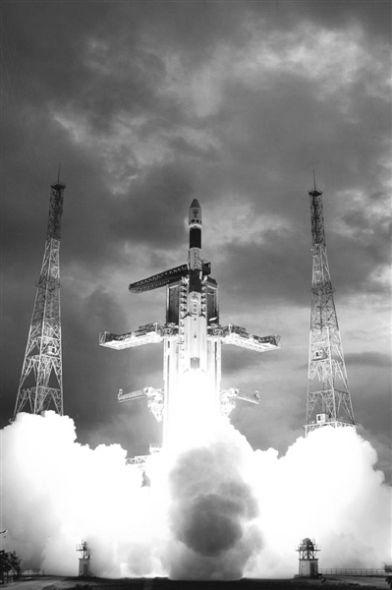 """2008年10月22日,印度发射月球探测器""""月船1号""""。"""