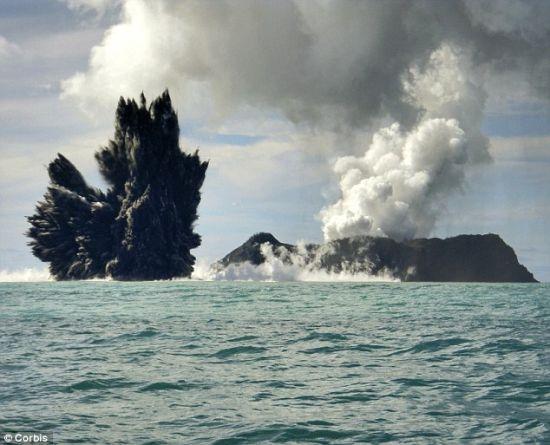 第一次物种灭绝:一座海底火山2009年在汤加附近爆发。这或许暗示了6500万年前地球发生的第一次物种灭绝事件。