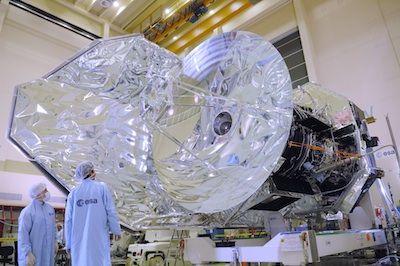 这是赫歇尔空间望远镜发射升空之前的情景