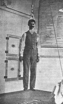 法医科学教授尼古拉・米诺维奇决定全面研究绞刑的死亡过程,进行自我实验以拿到第一手的证据。