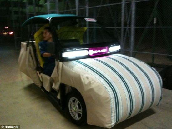 这种日本设计的电动汽车对有关安全气囊的常识重新作了诠释。它的外部被覆盖上减震缓冲软垫。