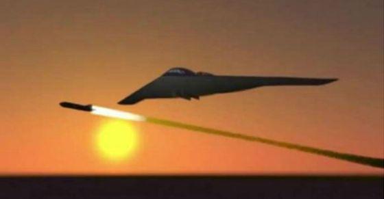 隐身突袭:在这张示意图中,一架隐形战机从机腹下发射一枚新型导弹。外界普遍相信这种导弹可以穿透伊朗用于隐藏其核设施的掩体和洞穴