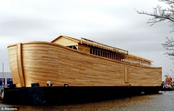 诺亚方舟的复制品,6年前由荷兰基督徒约翰-惠博斯在斯哈亨制造