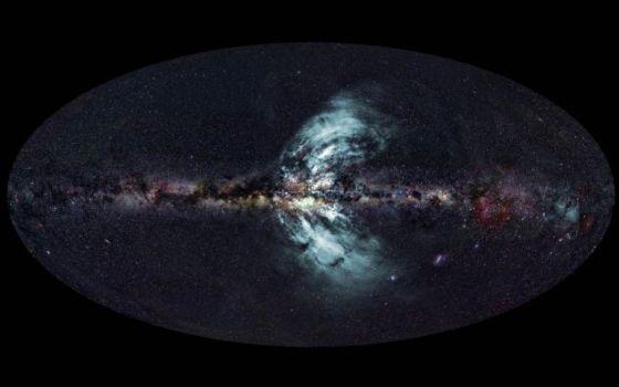 """银河系中正在喷发的气体""""喷泉""""(蓝色区域)"""