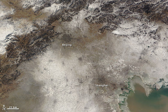 中国东北地区上空密布的阴霾、低云和大雾。