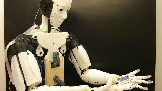 朗葛文用3D打印机制造出来的机器人。
