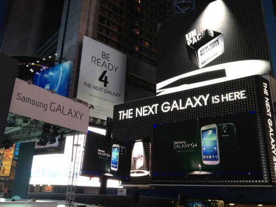 三星在纽约时代广场打出巨幅广告