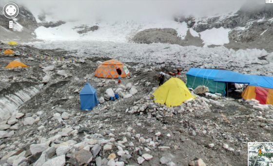 珠峰上的谷歌街景照片,这是位于尼泊尔境内的珠峰南麓