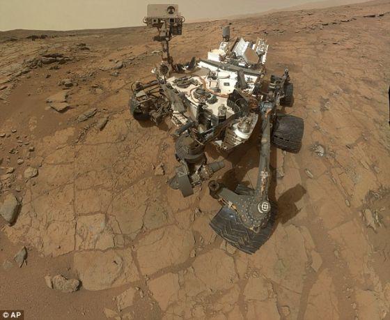 """在因电脑故障罢工一周之后,六轮火星车""""好奇""""号重新启动,继续进行科学研究工作"""