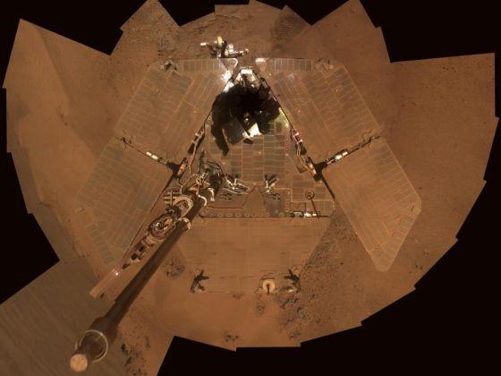 如果发生彗星撞击,遮天蔽日的尘埃将让依赖太阳能的机遇号火星车举步维艰