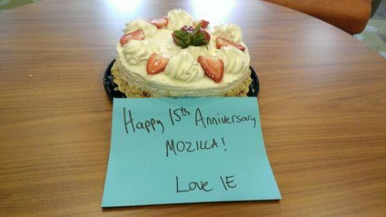 为祝贺火狐15周岁生日,微软送上了一张蛋糕照片