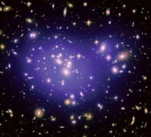 """类似这幅图中展示的这类成熟的星系群非常常见,不足为奇,这也就反过来说明了为何此次发现的位于宇宙巨洞区域孤零零的""""三体""""星系如此珍贵的原因"""