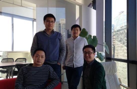 李勇(前排左一)和他的创业团队