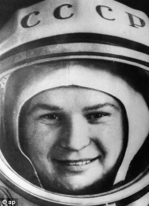 照片在26岁拍摄。那一年,捷列什科娃上演了单人太空飞行,成为人类历史上入主太空的第一位女性