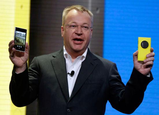 诺基亚CEO埃洛普在纽约展示Lumia 1020