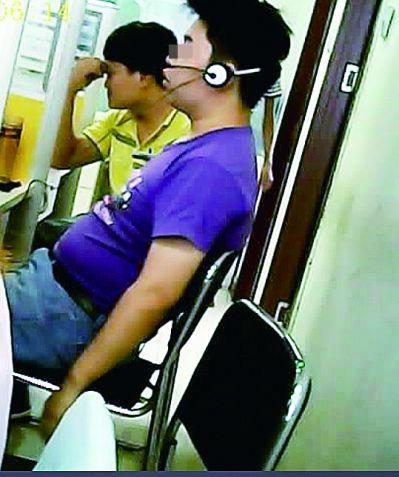 杨组长(穿黄衣者)自称北京中医药大学附属医院副院长