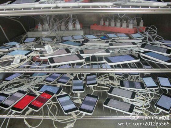 """新浪微博用户""""Arena琼瑛""""发布的iPhone 5C照片"""