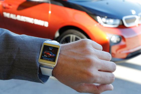 导语:美国《洛杉矶时报》网络版周二刊登题为《汽车成CES2014最热产品》(At CES 2014, the hottest new gadget is your car)的评论文章称,随着智能技术逐渐与汽车相融合,汽车已经成为今年国际消费电子展最热门的产品。   以下为文章全文:   提到拉斯维加斯国际消费电子展(以下简称CES),多数人想到的都是小型便携设备和其他电子产品。但今年,汽车或许才是CES上最受瞩目的新型电子产品。   汽车制造商纷纷拥抱智能手机和移动计算技术,希望寻找安全的方式,将数