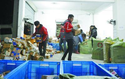 节日快递业务增多,出现了一定程度的用工荒。
