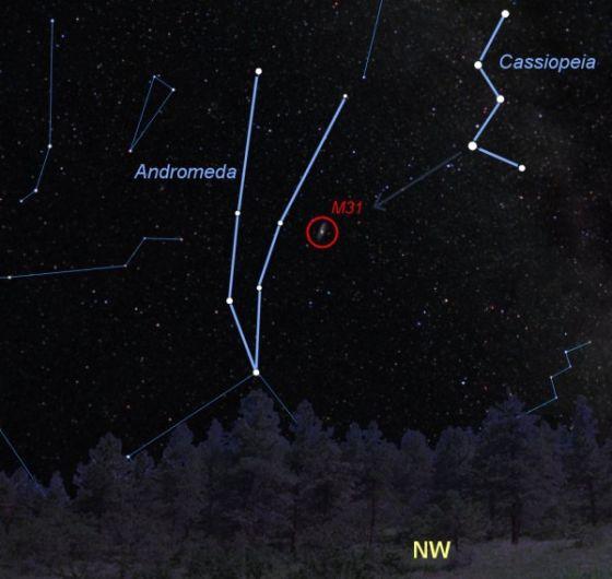 仙女座星系编号M31,在2月下旬可以很容易找到,因为附近W形状的仙后座可以标示它的方位