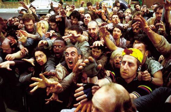 在僵尸影片中,军队通常奉命出动,拯救民众。在2004年喜剧片《僵尸也疯狂》中,士兵们及时抵达,拯救片中的英雄。