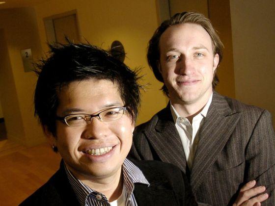 YouTube联合创始人查德・赫利(Char Hurley)和陈士骏(左)