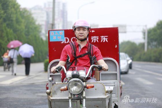 京东CEO刘强东一线送货应对订单高峰