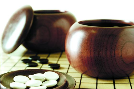 """围棋起源于中国,是最古老的棋类运动之一,我们常说的""""琴棋书画""""中的""""棋""""就是指围棋。"""