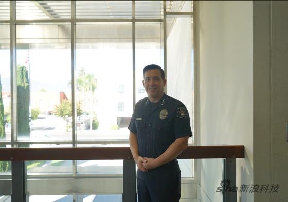 警察局长马克横山已经从警近三十年了