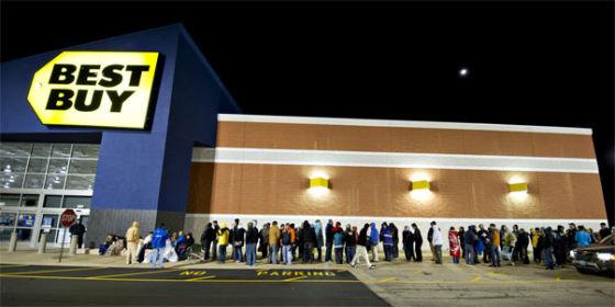 商场门外排队的美国市民