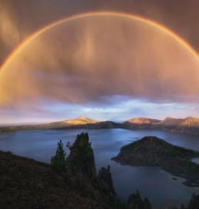 摄影师雷暴天气捕捉8千米宽双虹