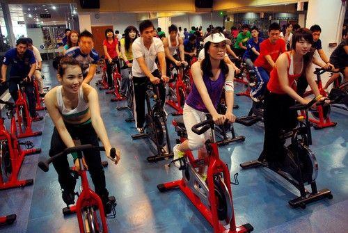 健身房中的动感单车