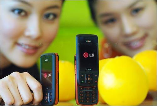 佳人掌中秀LG推出中端滑盖手机KH1800