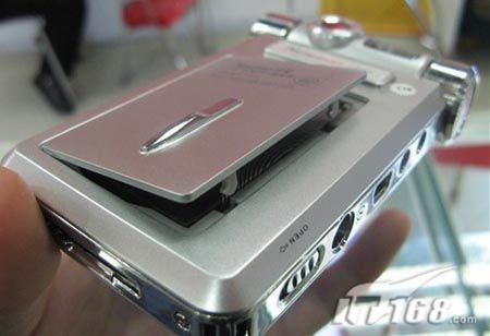 强悍MP4顶翻DC纽曼L1200上市仅999元