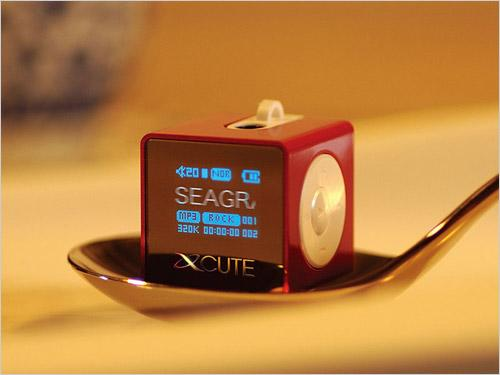玩弄指掌间让MM一见钟情的袖珍型MP3