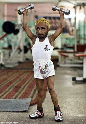 印度84厘米高健美先生2年练成肌肉猛男