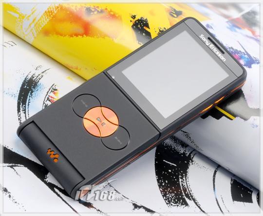 复古下翻盖索爱超薄音乐手机W350评测