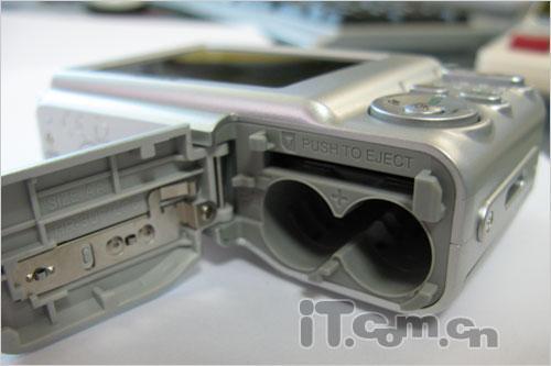 点击图片查看富士A850详细资料-超值低端傻瓜相机 富士A850带票套