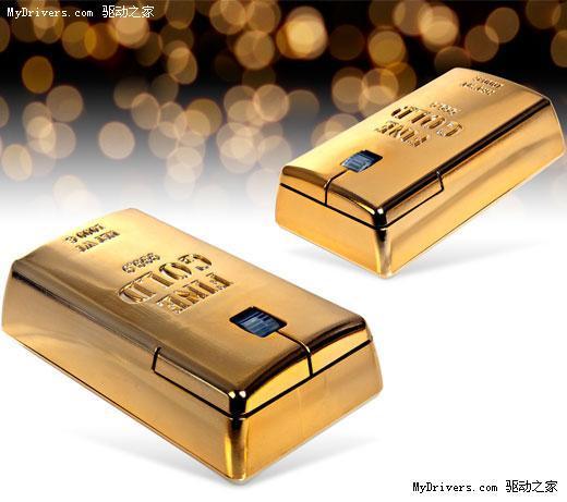 --> 作者:Zzyq   如果有人想打造一全套黄金装备,那么算上之前的苹果笔记本、键盘、iPod、手机,再加上下面这款金砖鼠标,一定会让你的屋子里面蓬荜生辉,金光灿灿的。   这款仿金砖外观设计的鼠标整体尺寸大小为10.5 x 6 x 4cm,除了外观和金砖看起来一模一样外,拥有正常鼠标的左右键和滚轮中键,支持PC和Mac平台。只是不知道24.