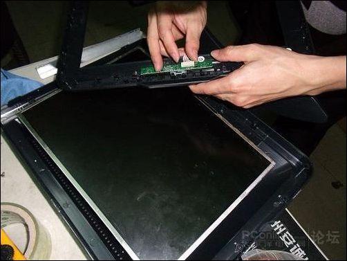 总结:从组装过程我们看到山寨显示器的内部极度简陋,缺乏正规显示
