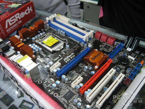 由于core i5系列处理器内部集成内存控制器和pci-e控制器,北桥芯片的
